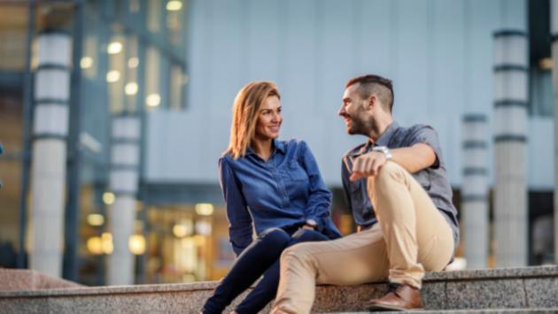 Si te encuentras con tu ex pareja después de años y te pide tu número de celular...¿se lo darías?