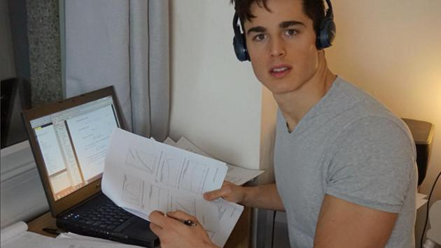Subió sus fotos a Instagram y pasó de ser profesor de matemáticas a modelo de Armani