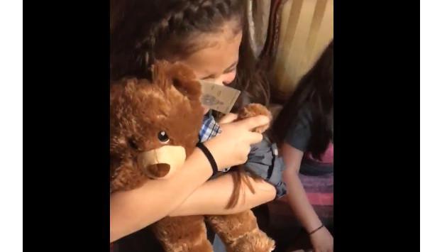 ¡Te conmoverá el regalo que recibieron estas niñas en Navidad! (VIDEO)