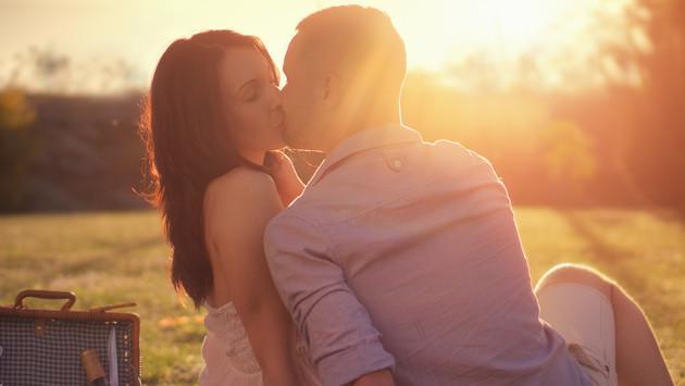 ¿Terminarías la relación de amistad si tu mejor amigo(a) te besa?