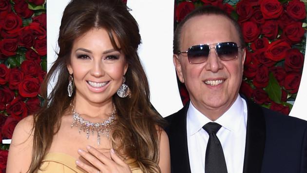 Thalía demuestra su amor por su esposo Tommy Motola con beso francés. ¡Mira la foto AQUÍ!