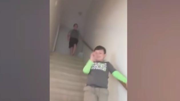 ¡Tienes que ver este video, te conmoverá la reacción de un niño al enterarse que ya no tiene cáncer!