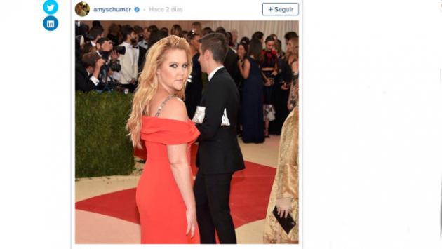 Video de actriz Amy Schumer aplicándose desodorante entre las piernas se difunde en las redes