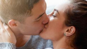 Conoce los 5 beneficios de dar un beso