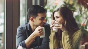 ¡Descubre aquí cuándo un hombre quiere besarte!