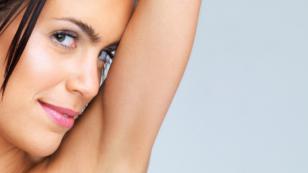 Elimina las estrías de los brazos usando manteca