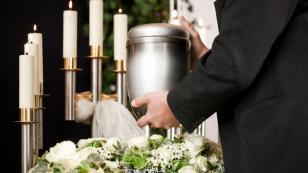 Iglesia Católica prohíbe esparcir, dividir y conservar cenizas de difuntos