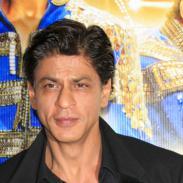 Shah Rukh Khan se disfrazó de mozo y sorprendió a sus fans