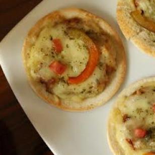 Divertidas y saludables minipizzas de anchoveta para los niños