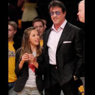 La hija de Sylvester Stallone ya creció  y alborota las redes sociales