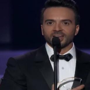 Luis Fonsi recibe homenaje en los Premios Billboard 2017