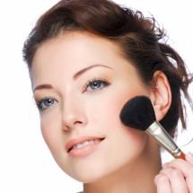 Aplica el rubor según la forma de tu rostro.