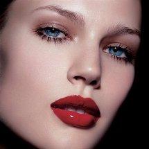14 de febrero:  Haz que tu mirada y tus labios hablen por ti.