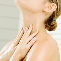 Crema casera para eliminar y prevenir arrugas del cuello.