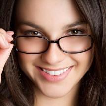 ¿Usas lentes con medida? Elige el marco según tu rostro.