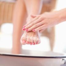 Crema exfoliante casera para los pies