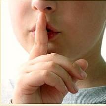 Corrige a un niño mentiroso.