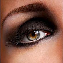 Ojos ahumados, maquillaje de noche.