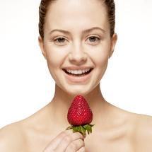 Mascarilla de fresas para eliminar la grasa del rostro.