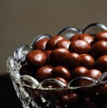 Pasas borrachas cubiertas de chocolate.