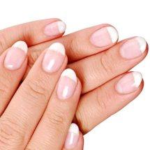 Recupera el color natural de tus uñas.
