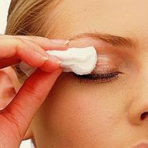 Mucho cuidado: el maquillaje puede sañar tu piel.