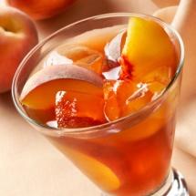 Delicioso té helado de mango y fresas.