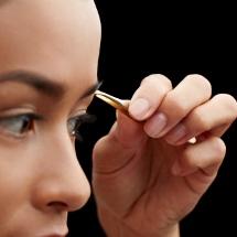 Tips básicos para depilar las cejas perfectamente