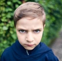 Tips para corregir a un niño agresivo.