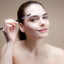4 trucos para maquillar tus cejas.