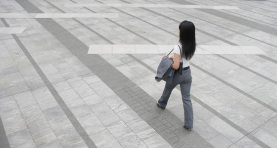 Tips para mejorar tu postura al caminar
