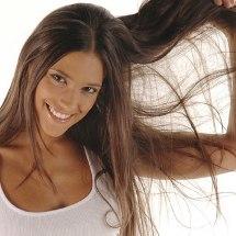 Truco casero para aclarar tu cabello sin usar tinte.