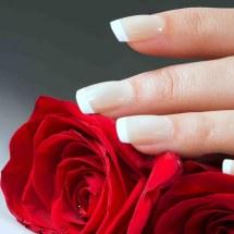 Uñas: evita que el esmalte las ponga amarillas.
