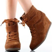 Zapatillas con tacos: un moda comoda y elegante.
